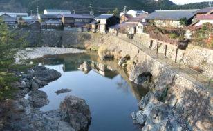 姫宮橋からトロッコ道と市川を望む